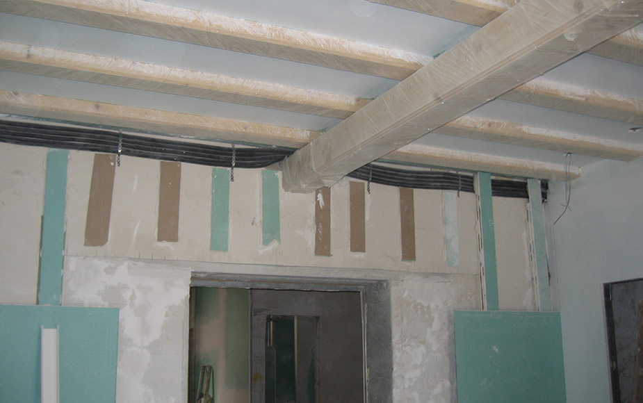 SHOWCASE WOODEN CEILING